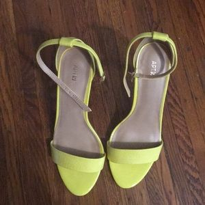 Apt. 9 yellow strappy sandal heels
